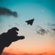 papieren vliegtuig lustrumreizen