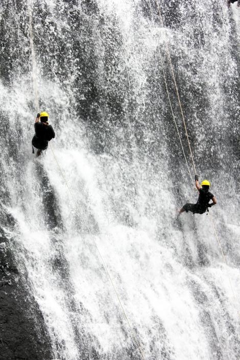 Lustrumreis Mexico - Abseilen van een waterval