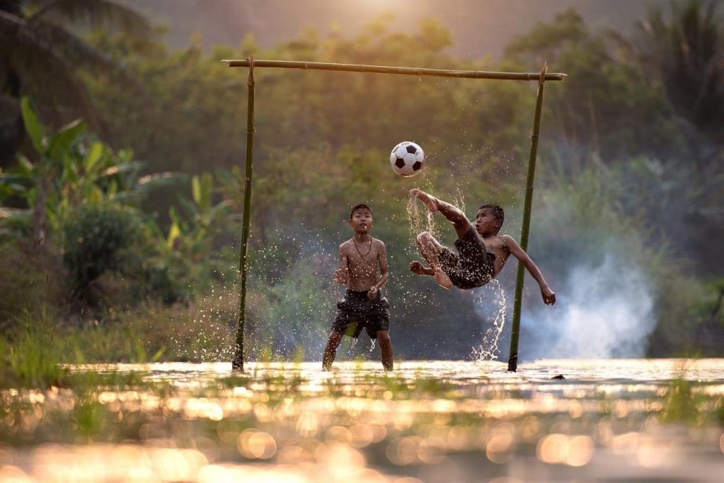 Lustrumreis Vietnam! - Voetbalwedstrijd tegen een Vietnamees voetbal team