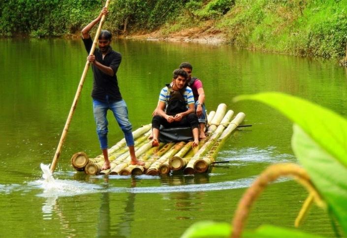 Lustrumreis naar Thailand - Bamboo raften @ Chiang Dao