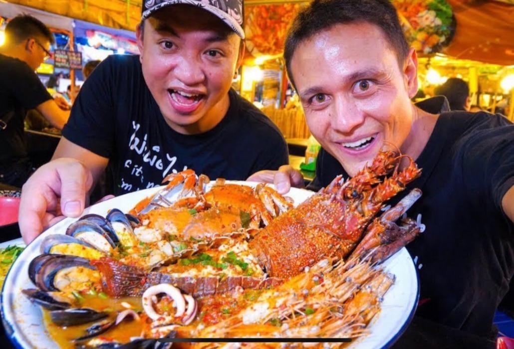 Lustrumreis naar Thailand - Streetfood cookingclass Tuk tuk by night