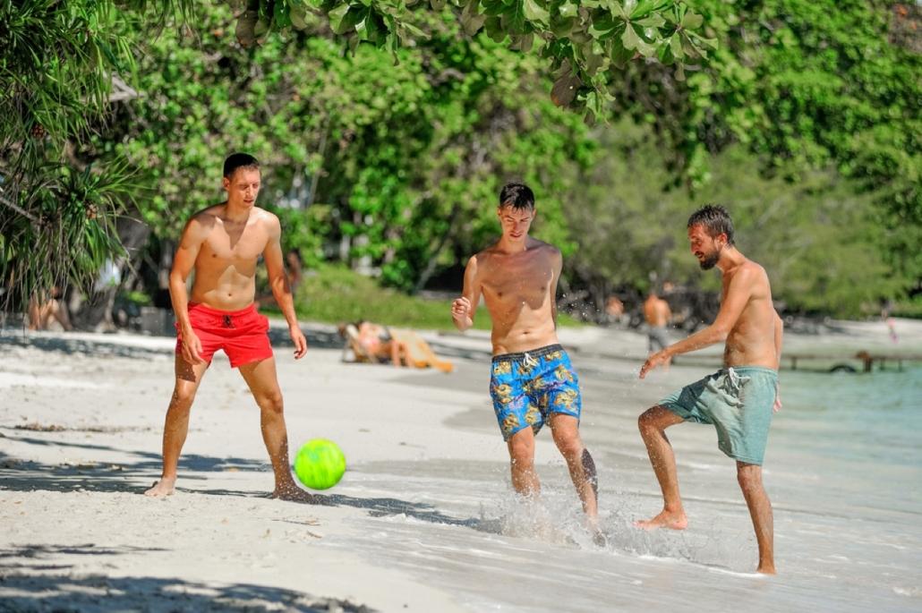 Lustrumreis naar El Salvador! - Ballen on the Beach