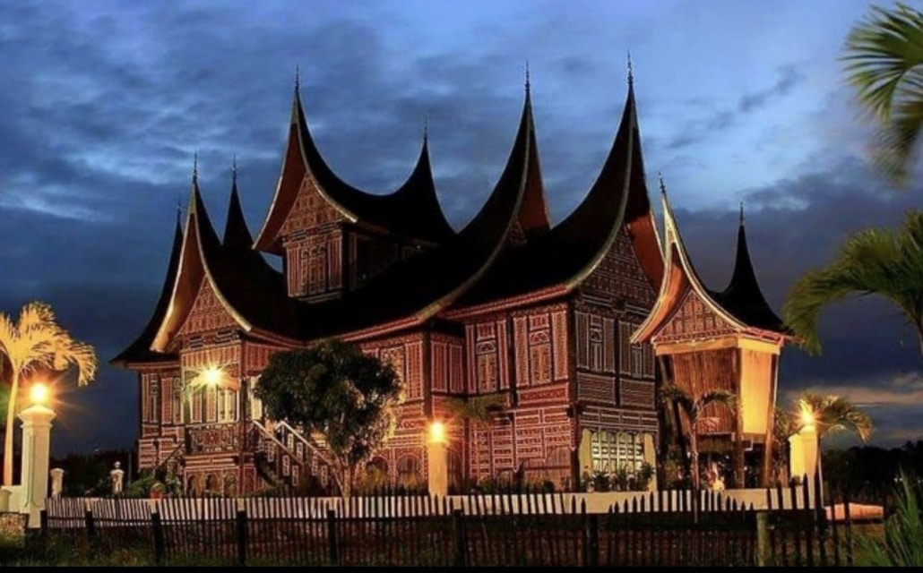 Lustrumreis naar Sumatra Indonesië! - Minangkabau Zadelhuizen
